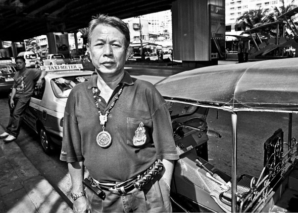 Bangkok tuk tuk driver by James Kerr